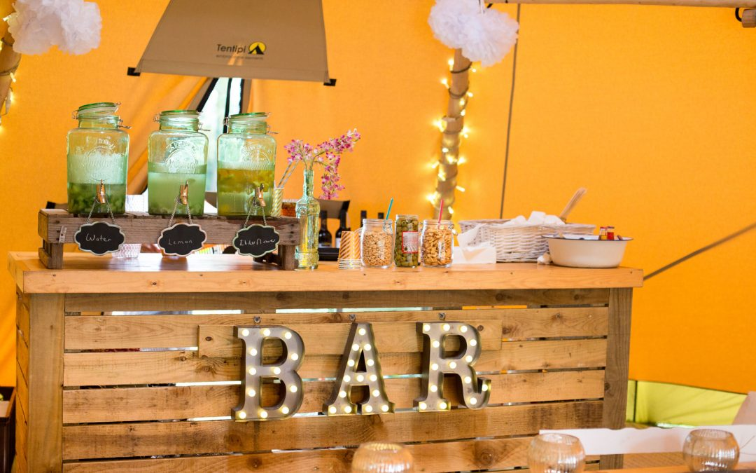 Setting up your bar – novel ideas for your Tipi bar area