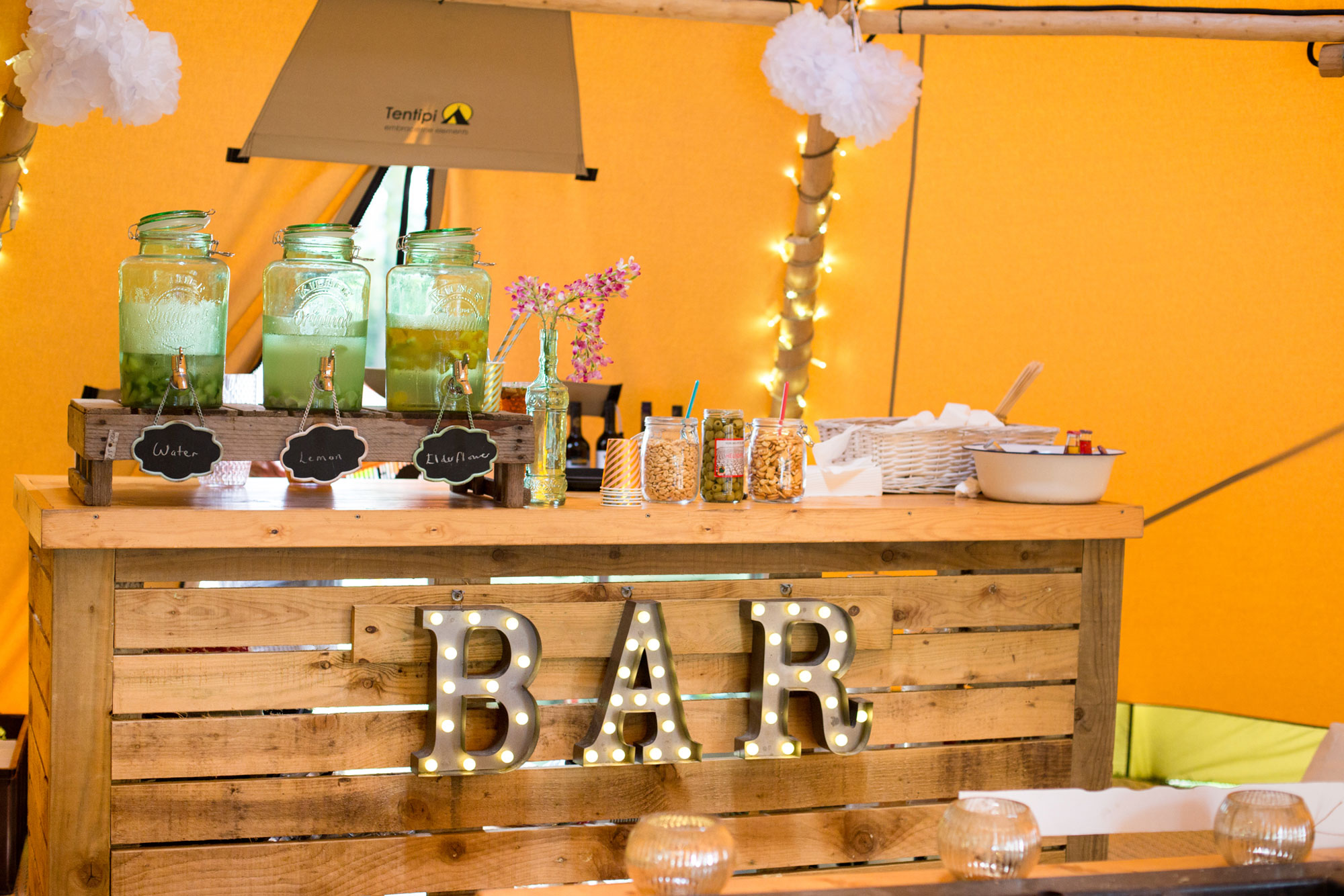 Setting Up Your Bar Novel Ideas For Your Tipi Bar Area Tentario Tipi Hire